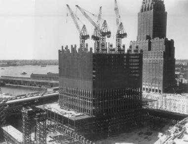 Comienzo de la construcción de la primera torre, una vez despejado el solar.