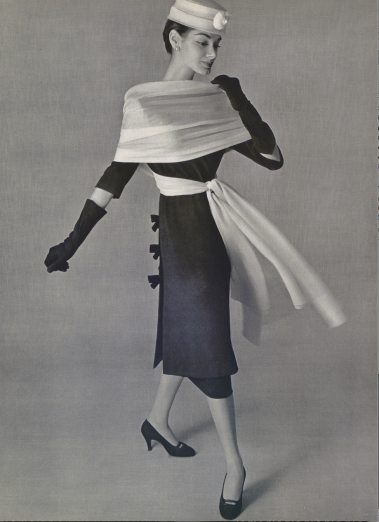 Vestido de cocktail (1956). Fotografía de Philippe Pottier para L'Officiel.