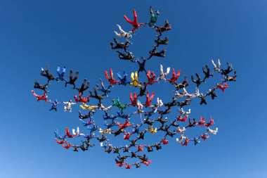 Salto múltiple en Skydive.