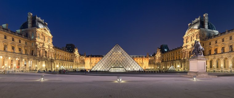 1920px-Louvre_Museum_Wikimedia_Commons