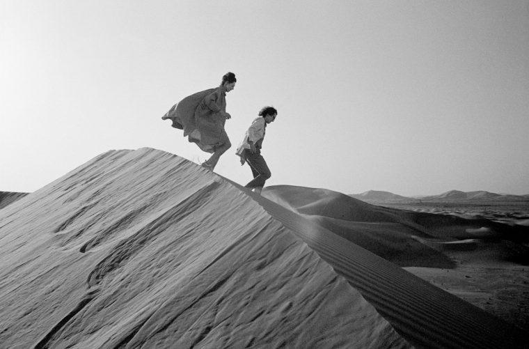 christo-jeanne-claude-en el desierto-art-sculpture-architecture-roundup-_dezeen_2364_col_6-1704x1124