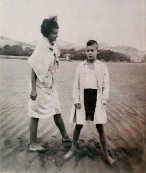 Con mi hermana Maite en momento de marea baja.